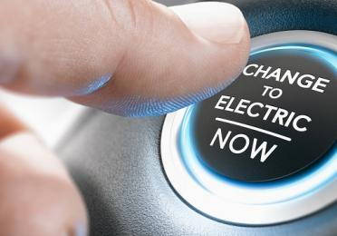 Démarreur de voiture avec l'inscription Change to electric now