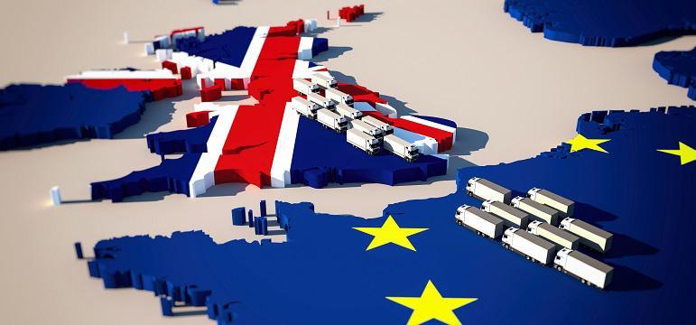 Carte Europe et Royaume-Uni avec convoi de poids lourds