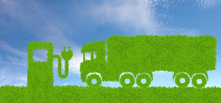 Camion vert avec borne de recharge électrique
