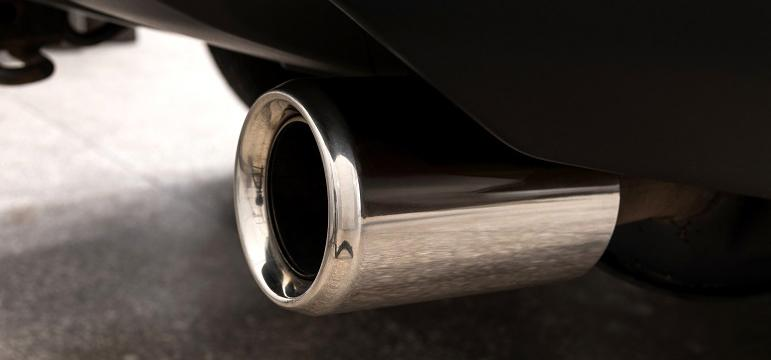 Emissions pollution pot d'échappement de voiture